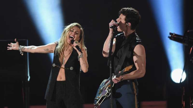 Shawn Mendes y Miley Cyrus se unen para cantar 'In My Blood'