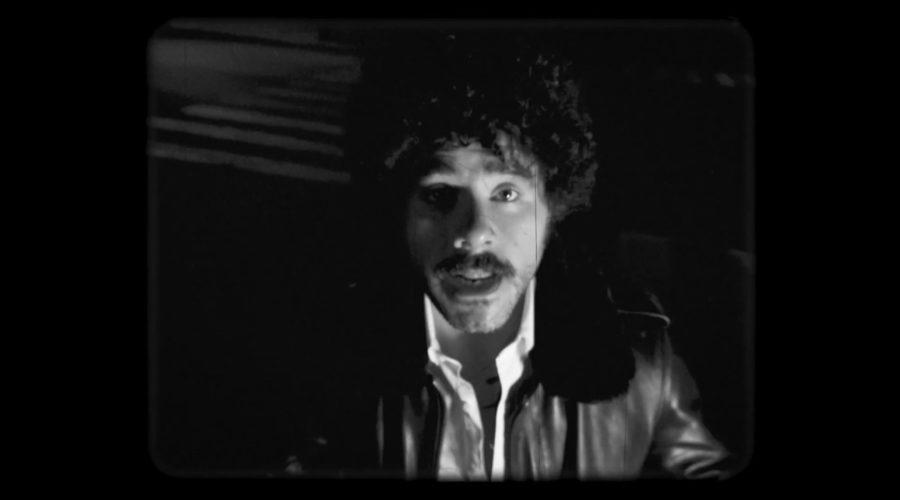 """Rey Pila presenta su nueva canción """"Casting a Shadow"""" y anuncia álbum"""