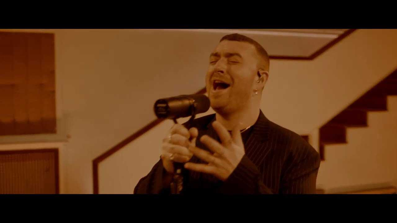 "Sam Smith y Labrinth interpretan su nuevo tema ""Love Goes"""
