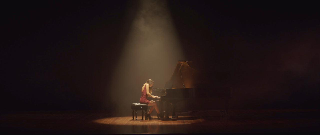 """Ela presenta su nueva canción """"Volver a Empezar"""""""